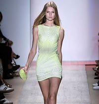 2009 İlkbahar Defileleri: Max Azria'dan Dar Elbiseler