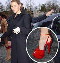 Yüksek topuklu ayakkabı giymek maharet ister!