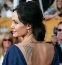 Angelina Jolie, Gece Elbisesini Ters Giydi