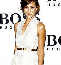 Ünlülerden Kemerli Beyaz Elbise Trendi : Siz de Giyer misiniz?
