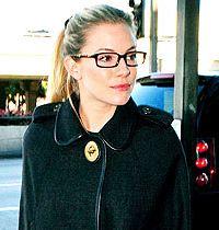 Sienna Miller'ın Gözlüklü Kış Stili