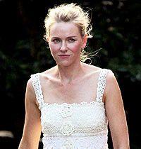Naomi Watts, Dantel Örgü Elbisesiyle Yaz Düğününde..