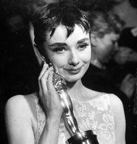 Akbank Oscar Modası Yarışması'yla Kırmızı Halı'da Eğlenceli Bir Moda Partisi