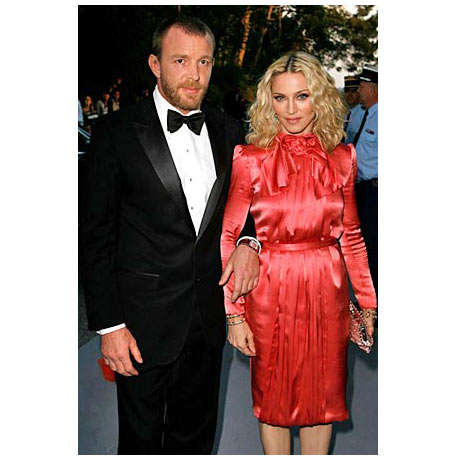 Madonna Cannes\'da Dior Elbisesi ile
