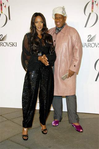 Naomi Campbell Yves Saint Laurent Elbisesi ile