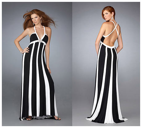 Beyaz Cizgili Yere Degen Capraz Sirt Dekolteli Siyah Beyaz Uzun Gece Elbisesi
