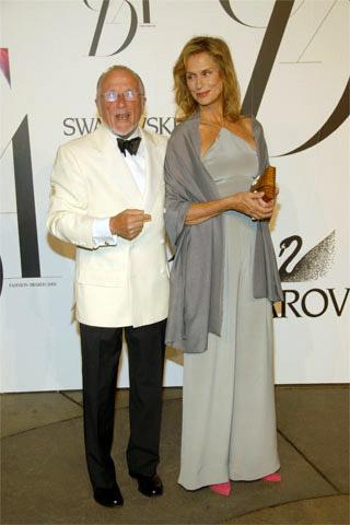 Calvin Klein Koleksiyonundan şık bir elbise