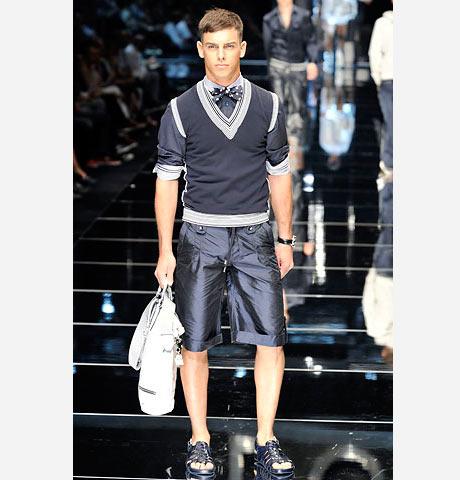 Dolce&Gabbana'dan füzyon model şortlu bir kombin