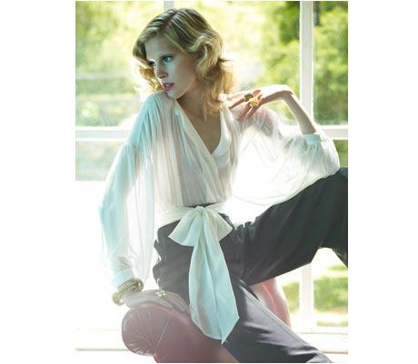 Zara Beyaz Döpyes ve Gri Pantalon