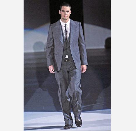 Emporio Armani gri takım elbise