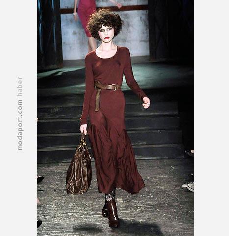 Vivienne Westwood bordo renkli uzun etekli elbise
