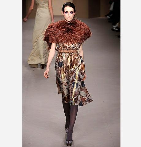 Dolce&Gabbana'dan renkli şallı elbise
