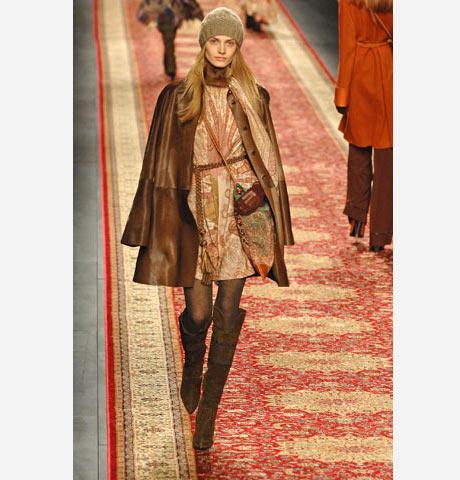 Hermès ten İran desenlerine sahip mini elbise