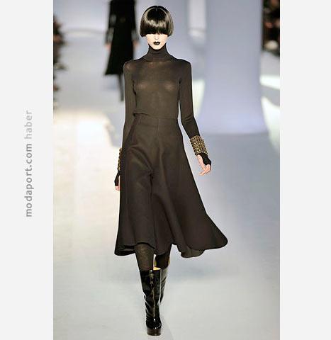 Yves Saint Laurent siyah uzun etekli elbise