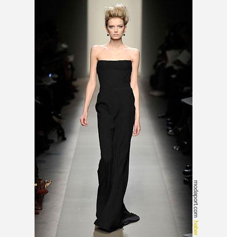 Bottega Veneta uzun straplez siyah gece elbisesi