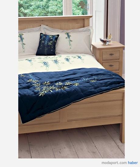 Yatak Odası Nevresim Takımı - Yorgan Kılıfı  Fiyatı : 109,00 - 189,00 YTL | Yastık Kılıfı Fiyatı : 39,00 YTL | Yatak Örtüsü Fiyatı : 189,00 YTL