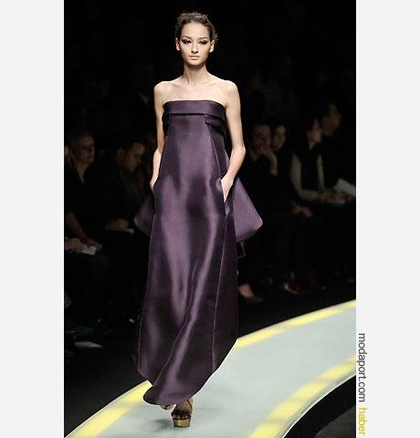 Versace straplez gece elbisesi