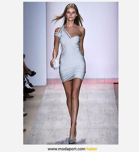 Omuzdan askılı beyaz mini elbise