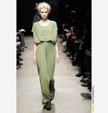 Yigal Azrouël açık yakalı yeşil uzun elbise