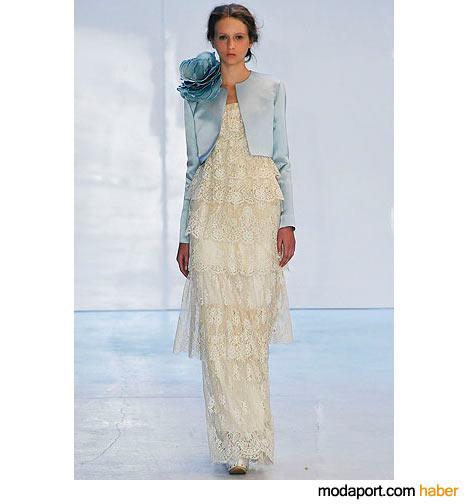 Bir gelinliği andıran dantel katlı Erdem elbise