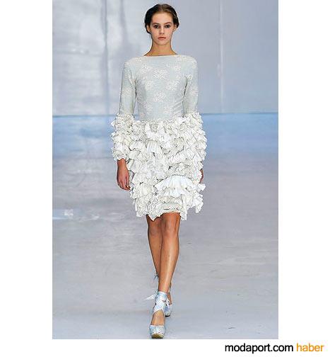 Fırfırlı kol ve etekli dizüstü elbise
