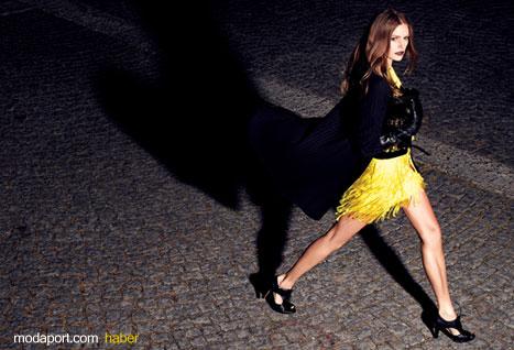 Sarı Mini Etek Gece kıyafeti olarak hoş bir seçenek