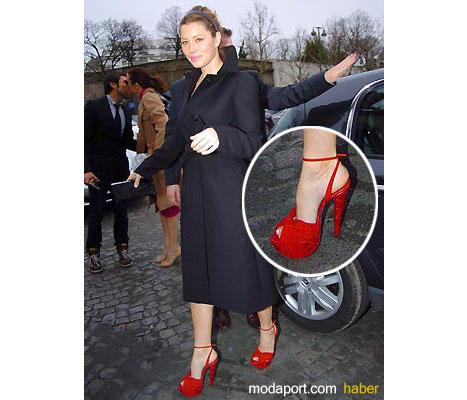 Bu yüksek topuklu ayakkabıyı giymek maharet istiyor