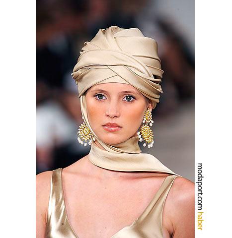 Ralph Lauren'in bu altın küpe modeli, Fas çöllerini hatırlatıyor