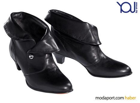 Crocs'un siyah deriden bilek botları