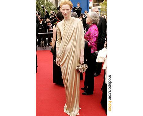 Haider Ackermann dökümlü elbise ile.. Cannes 2004