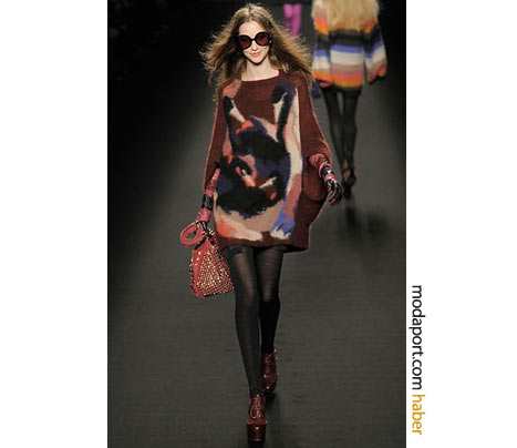 Sonia Rykiel'ın bu desenli mini kazak elbisesi nefis