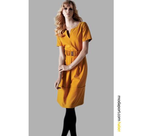 Sarı elbisenin rengi neşe veriyor