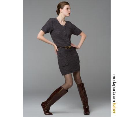 BCBG MaxAzria'nın bu triko örgü elbisesinde kemer kullanılmış