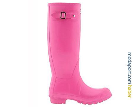 Yağmur çizmelerinde en popüler markalardan olan Hunter'ın pembe plastik çizme