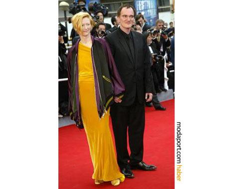 Kırmızı halıda görülmedik bir kombinasyon: Sarı gece elbisesi, spor mont, Tilda Swinton ve Quentin Tarantino