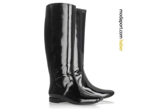 Bottega Veneta rugan binici çizmesi sade hatlarıyla yağmur çizmelerini andırıyor
