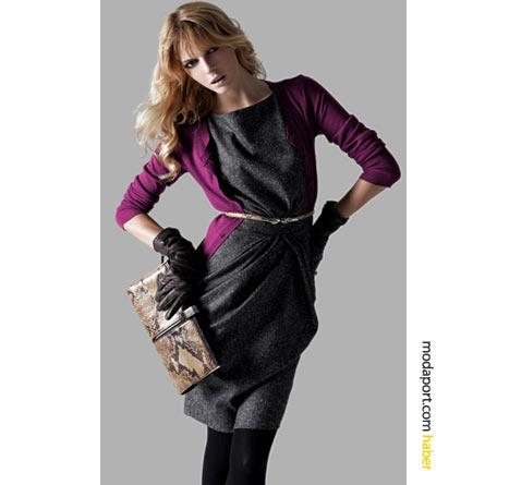 Yün kumaştan bu gri elbise, sezon trendlerinden fuşya renkte bir Koton hırkayla kombinlemiş.