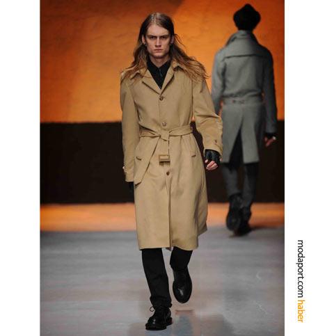 Costume National marka erkek paltosunun fiyatı 1145 YTL