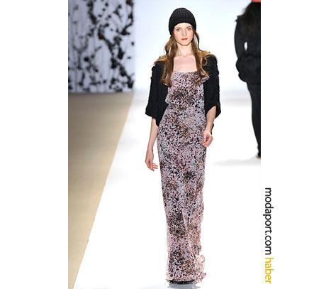 Erin Fetherston, ince desenli uzun elbiseyi, hırkayla kombinlenmiş