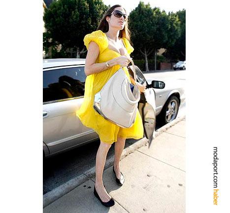 Angelina Jolie, Malandrino sarı elbisesiyle çok konuşulmuştu