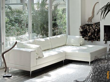 Mudo'nun dev ölçülü L kanepesi de internette satılıyor.