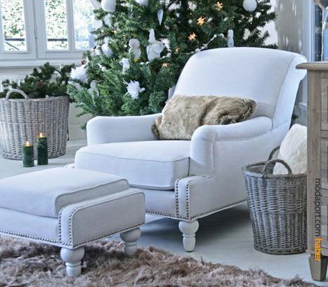 Bu beyaz lounge koltuk ve puf, Mudo'nun country tarzı mobilyalarından