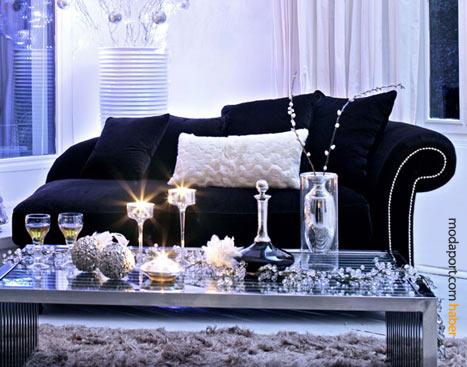 Siyah kadife sofa, Mudo'nun klasik mobilyalarından