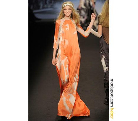Sonia Rykiel elbisesiyle bir çiçek kızı..
