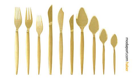 18/10 paslanmaz çelikten altın rengi çatal-bıçak takımı.