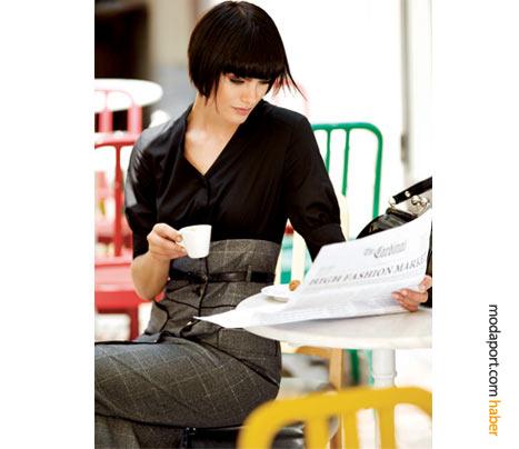 Yüksek bel etek ile bluz kombinasyonu izlenimi veren bu elbise, Pierre Cardin'in zarif tasarımlarından