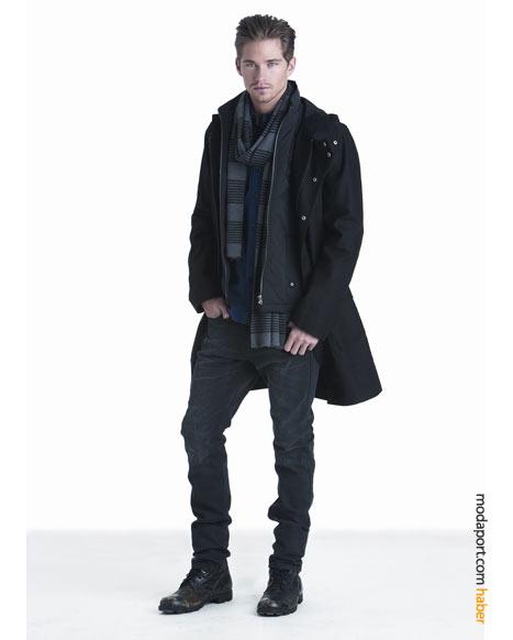 Dar paçalı DKNY erkek kot modeli, kalçada bollaşıyor