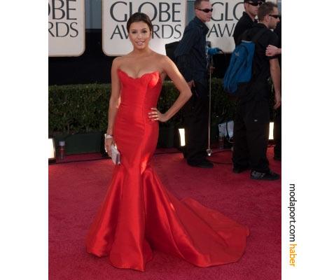 Gecenin kırmızısı: Eva Longoria, kıpkırmızı Reem Acra straplez tuvaletini, Verdura mücevherler ve Swarovski el çantasıyla tamamlamış.