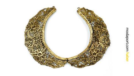 Altın gerdanlık, güpür dantel bir yakalıktan dönüştürülmüş bir takı..