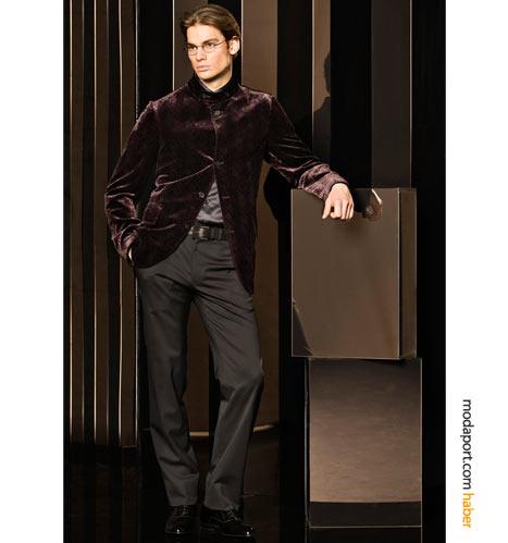 Armani Collezioni'den renkli bir kombinasyon: gri pantolon ve bordo kadife ceket